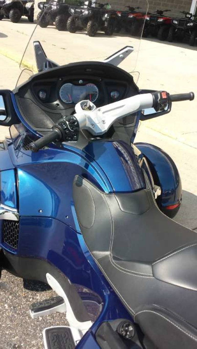 Page 29018, 2011 Can-Am Spyder RT Audio & Convenience SE5 Touring, New